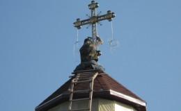 Поставление новосооруженного креста.